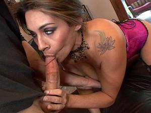 MILF pussy getting some love