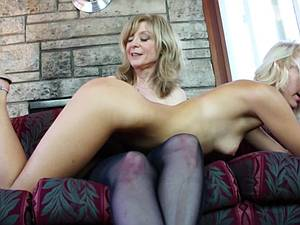 MILF doll gets her twinkle cave eaten out
