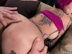 Slutty mom Anna Bell Peaks with big tits and tattoo gets banged and creampie